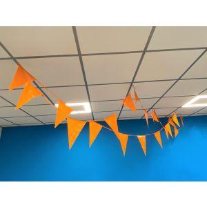 Oranje vlaggenlijn 10 meter lang met 18 puntvlaggen